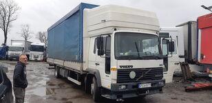 VOLVO FL6 15  camión toldo